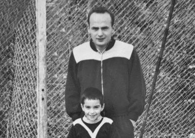Papa und Hansi auf dem Bolzplatz  1963